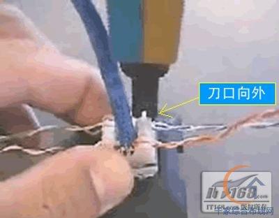 精品家居布线 网络接口模块的安装图解